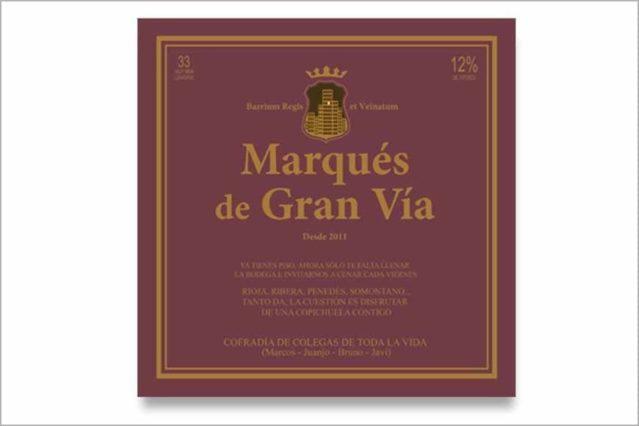 La etiqueta gigante de vino Rioja se puede personalizar y colgar a la pared
