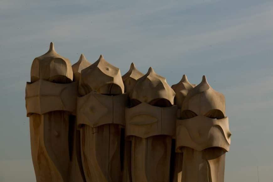 Guerreros de Gaudí curioseando