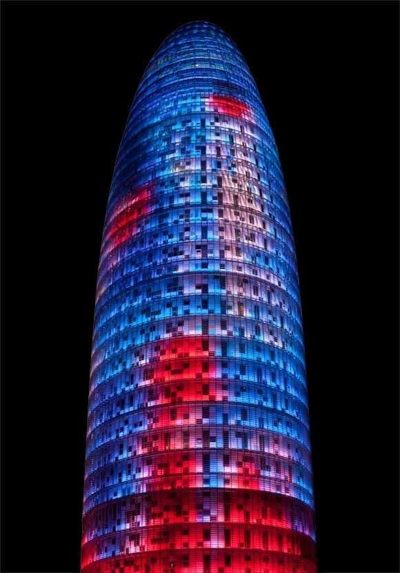 Torre Agbar nocturna