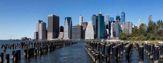 Fotografía del skyline de Nueva York desde el East River.