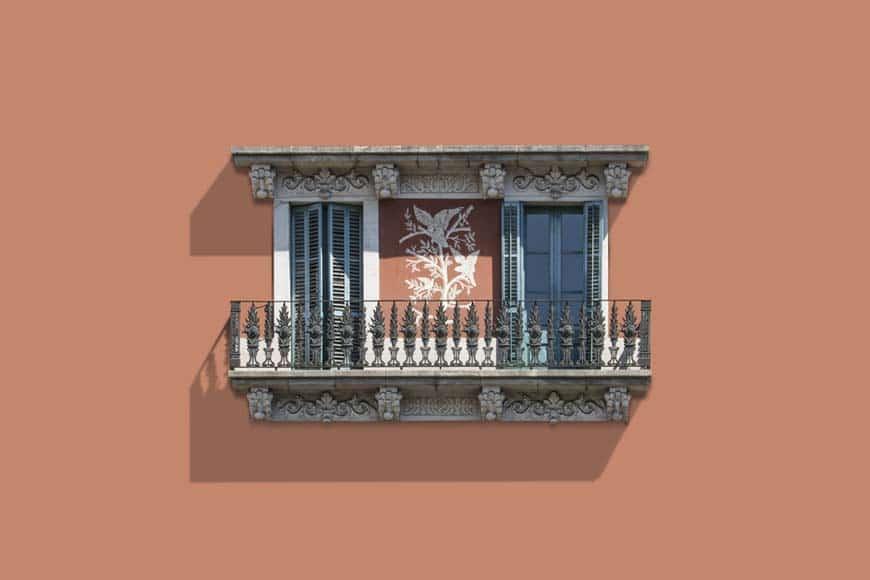 Balcón con esgrafiado