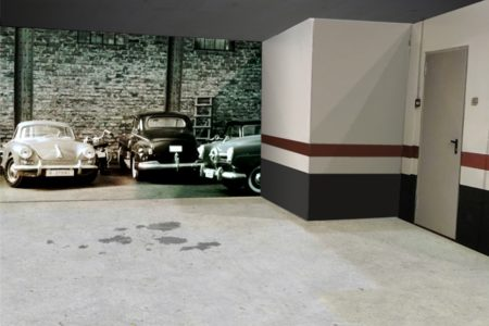Vinilos con coches clásicos aplicado en la pared de un garaje particular
