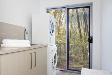 Una imagen de naturaleza impresa en vinilo traslúcido que cambiará el ambiente de nuestro lavadero