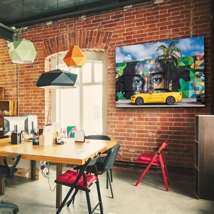 foto artística de una calle de Miami colgada en un estudio