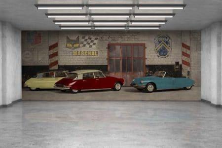 Pared decorativa para un garaje con tres Citroën DS